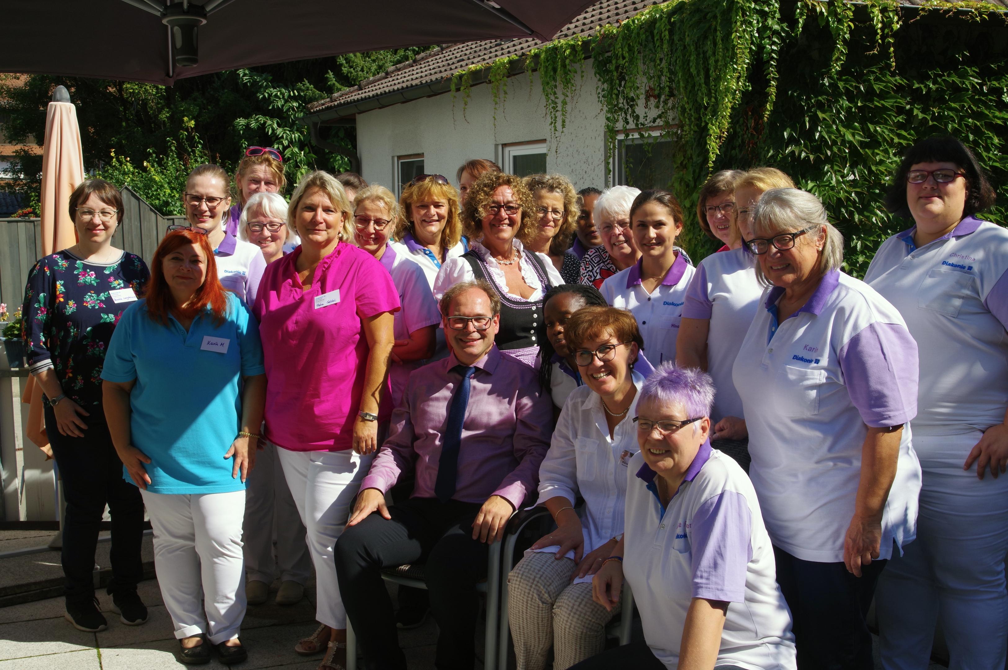 125 Jahre Gemeindediakonie Lauf: Das Mitarbeiterinnenteam am Fest 16.9.2019 mit Vorsitzenden Pfarrer Hanstein